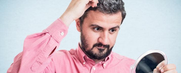 Une solution efficace et naturelle contre les cheveux gris